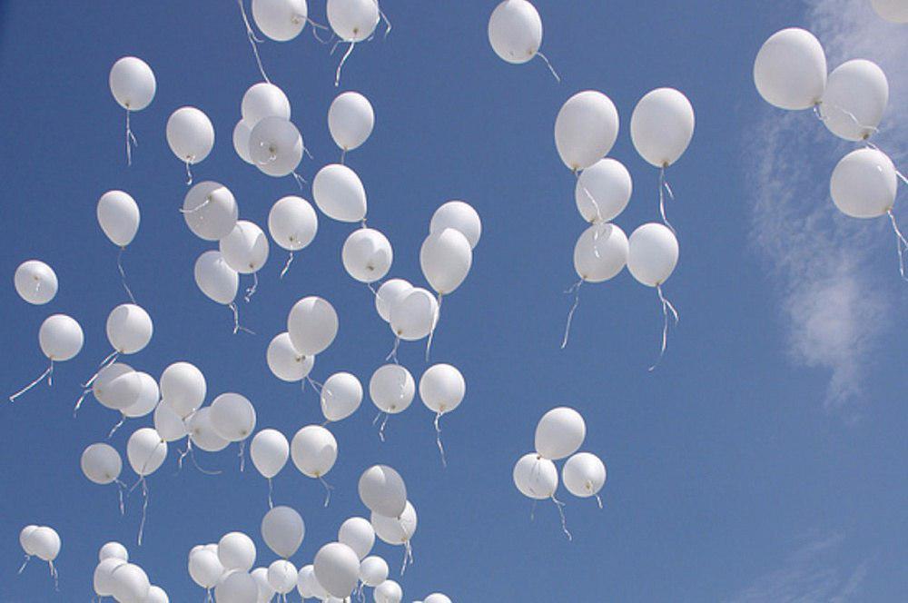 Белые шары запустили в Лианозове в память о жертвах теракта в Беслане