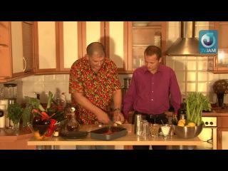 Рецепт Сержа Марковича: свиные рёбрышки в медово-томатном соусе и коктейль «Кровавая Мэри»