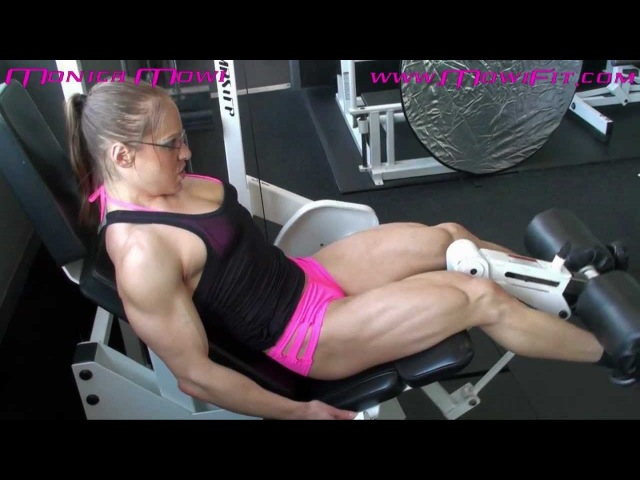 Leg Extension Closeup with Monica Mollica aka Mowi - www.mowifit.com