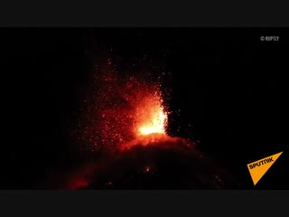 Беспокойный вулкан Фуэго в Гватемале