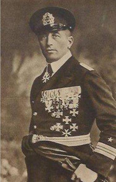 ЖИЗНЬ, ПОЛНАЯ ПРИКЛЮЧЕНИЙ. Часть 1 Феликс фон Люкнер родился в Дрездене 9 июля 1881 г в родовитой графской семье. В детстве он не отличался тягой к знаниям, предпочитая все свободное время