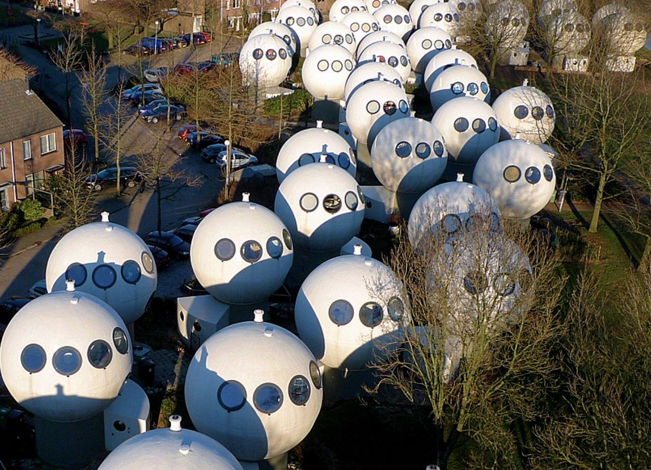 Необычный поселок Bolwoningen в Голландии