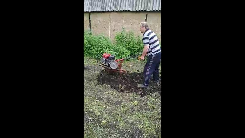 землю пахали мы пахали)