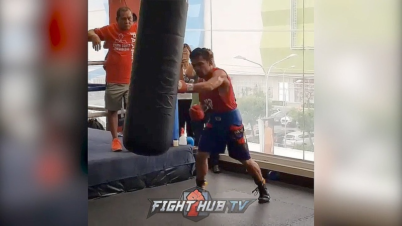 MANNY PACQUIAO THROWING 10 PUNCH COMBINATIONS ON HEAVY BAG FOR LUCAS MATTHYSSE manny pacquiao throwing 10 punch combinations on
