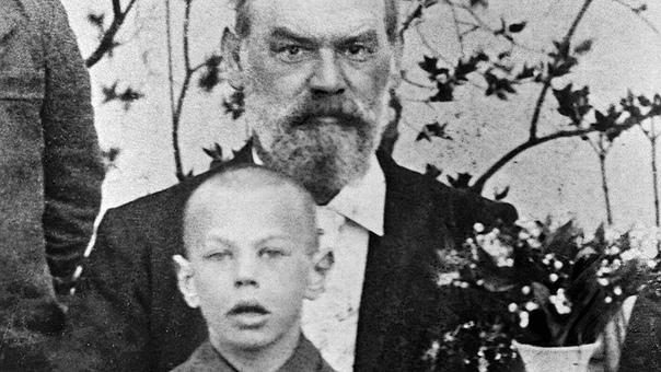 8-летний Рихард Зорге с отцом немецким инженером-нефтедобытчиком, 1906г.Российская империя