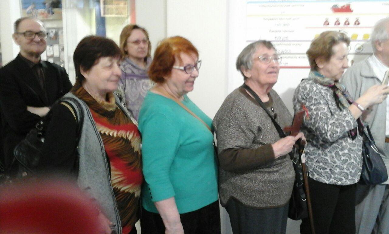 Жители Ростокина побывали на экскурсии в Музее современной истории России