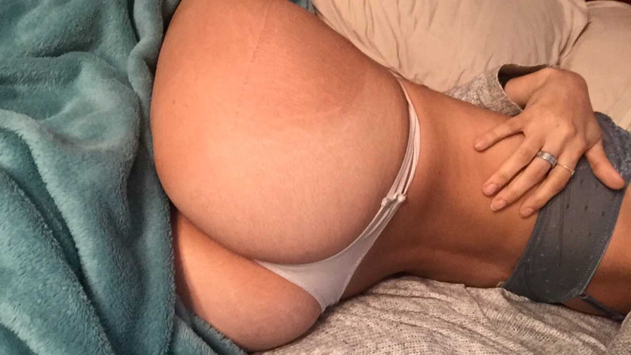 Sweet glamour testing ass with her toy