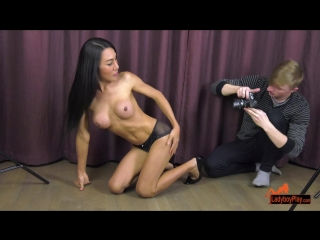 [ladyboyplay] thippy69 - thippy and the photographer [2018 г., shemale, hardcore, anal, bareback, 720p]