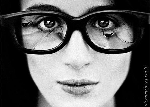 Главные правила психологии 1. Правило Зеркала. Окружающие меня люди - мои зеркала. Они отражают особенности моей собственной личности, часто не осознаваемые мною. Например, если кто-то мне хамит, значит, я так хочу, я это позволяю. Если кто-то снова и снова обманывает меня, значит, я склонна к тому, чтобы поверить любому. Так что обижаться не на кого. 2. Правило Выбора. Я осознаю, что все происходящее в моей жизни - есть результат моего собственного выбора. И если сегодня я общаюсь со скучным…
