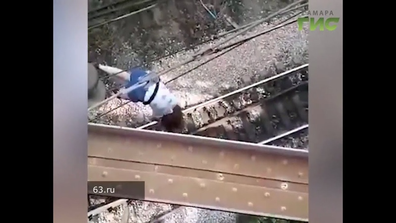 В сети опубликовали видео того, как 13-летняя девочка в Самаре повисла на проводах
