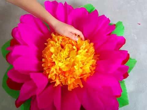 Cómo hacer flores gigantes de papel crepe. Manualidad para regalar el día de las madres