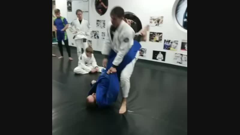 Защита от double ankle sweep
