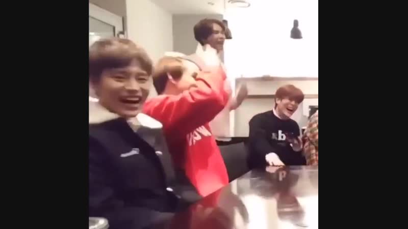 So Taeil swings back and forth when he laughs. Noted.