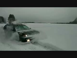 Subaru Legacy на поле