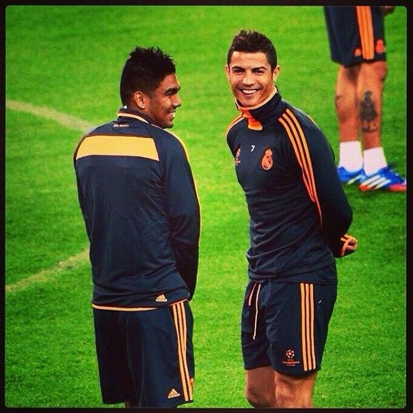 #InstagramRealmadrid: casemiro_oficial Я и Криштиану на тренировке перед матчем с Ювентусом