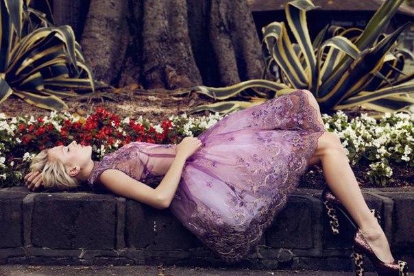 Время - удивительное явление. Его так мало, когда опаздываешь и так много, когда ждешь. #FashionTV
