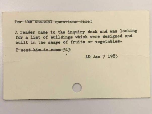 Библиотекари, как Siri или Гугл прошлого. До появления интернета функции Гугла выполняли библиотекари. Люди обращались к ним за помощью, когда не могли найти ответа на свой вопрос. Работники