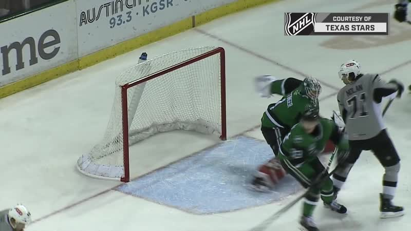 AHL goalie Jake Oettinger makes incredible save