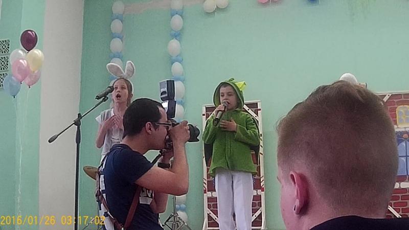 Первоклассники поздровляют выпускников с окончанием детской музыкальной школы искуство № 5 г Челябинск