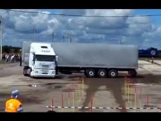 Водитель грузовика - виртуоз
