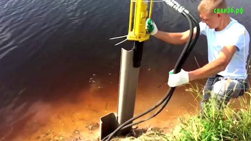 Укрепление берега водоема шпунтом