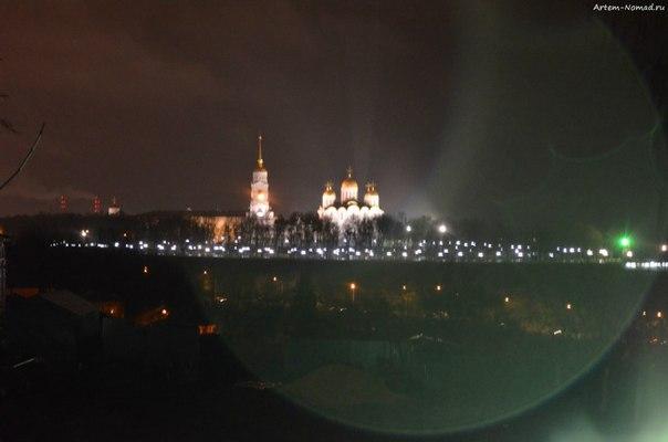 Вид на Успенский собор сквозь дождь