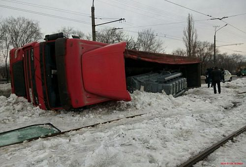 Вчера, на Югоке перевернулась фура DAF (ФОТО) #Кривбасс #КривойРог #ПервыйКриворожский #1kr #новости