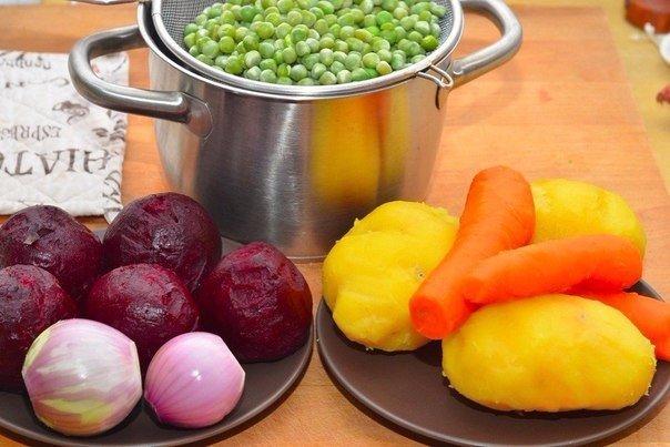 Винегрет Ингредиенты: Свёкла — 5 шт. Картофель — 3 шт. Огурец