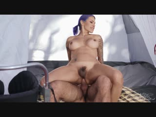 [transangels] foxxy & ricky larkin - pitching a tent [2018 г., shemale, hardcore, bareback, ass licking, 1080p]