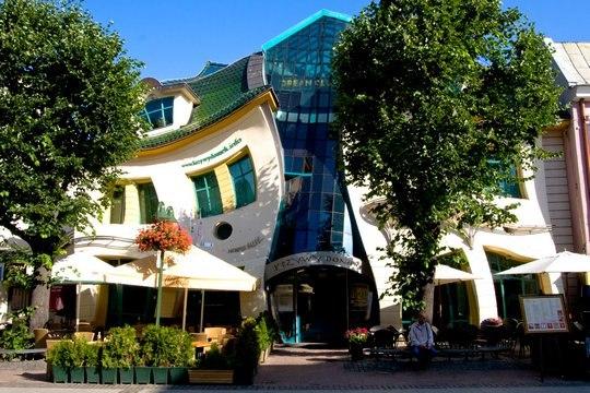 Креативний будинок. горбатий дім в Польщі