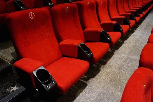 Сиденья для зрителей в Coca-Cola Plaza