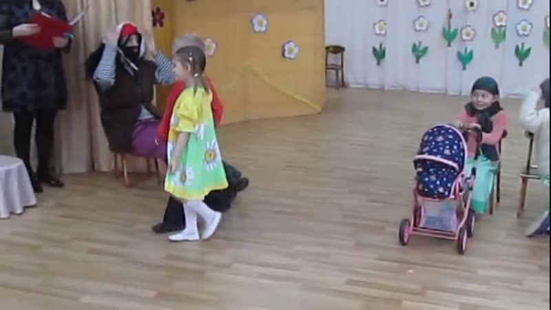 Садик- Бабушки старушки- пацаны жгут к 8 марта))😉💃👦🌷👏