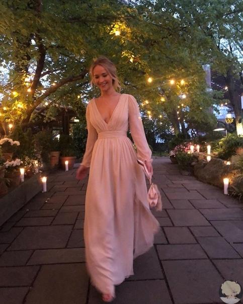 Дженнифер Лоуренс отметила помолвку с Куком Марони