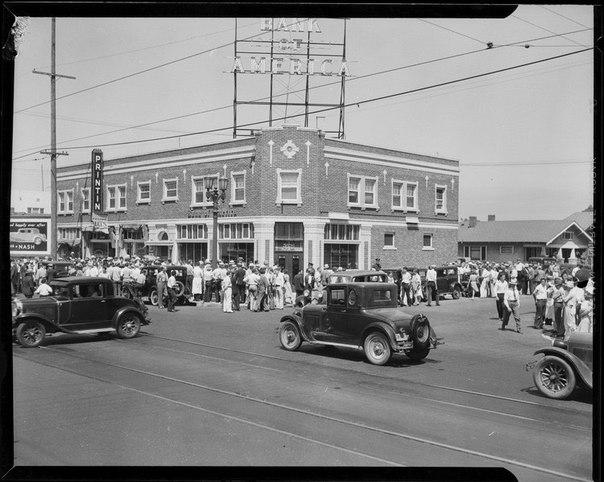 Отделение 🏦 of America после ограбления. 1932 год.