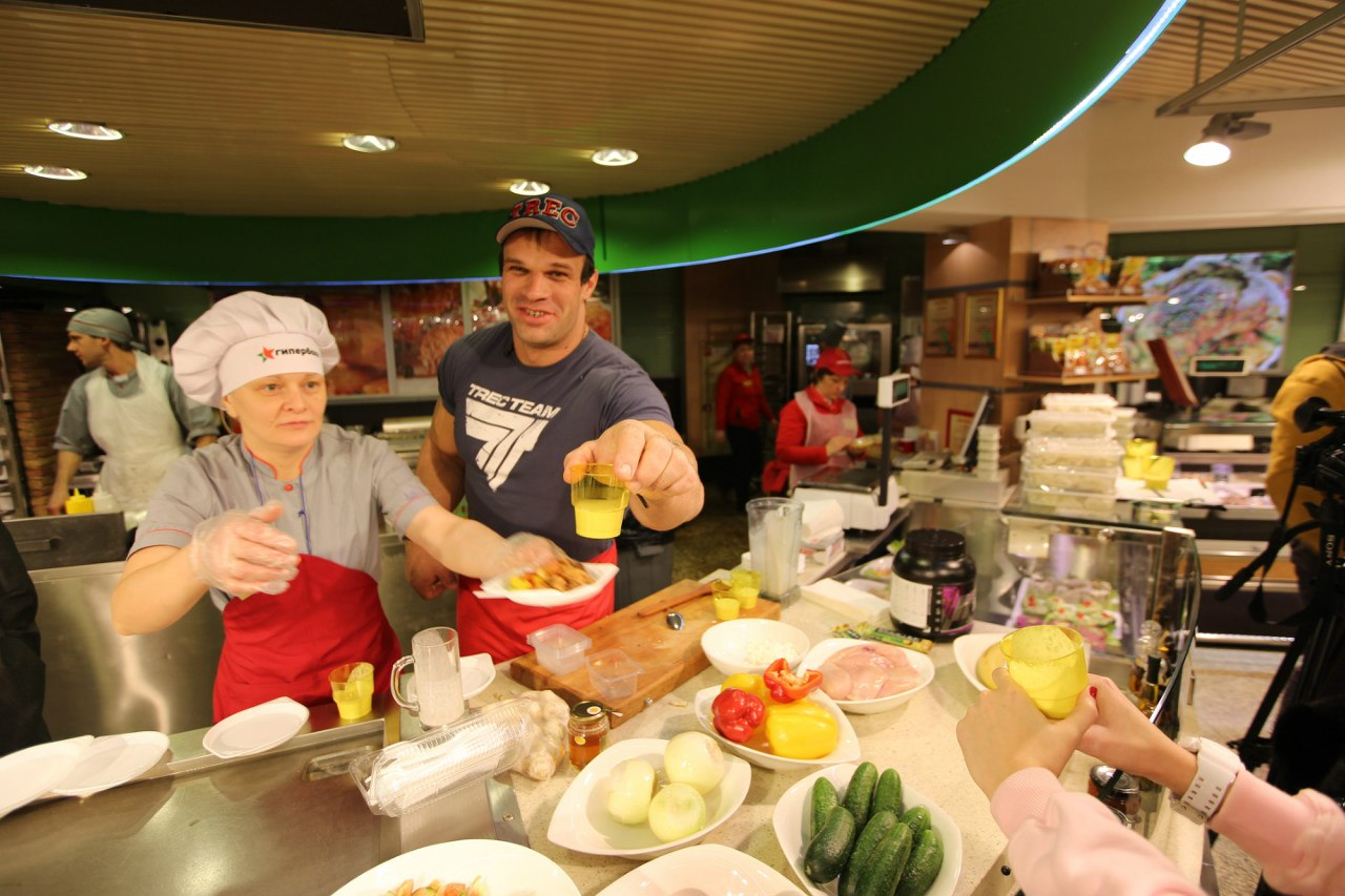 Denis Cyplenkov - Serving the Protein Shake with Trec Nutrition - TV Cooking Show │ Photo Source: Trec Nutrition