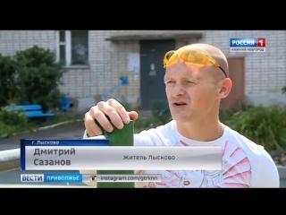 Дмитрий Сазанов устанавливает турники