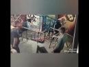 Відео на якому видно як зловмисник зриває чеку і кидає гранату під ноги відвідувачам 24 річний чоловік у реанімації