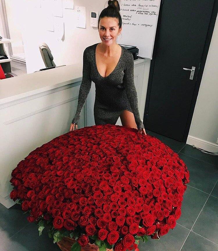 фотосессия с большим букетом роз психологи