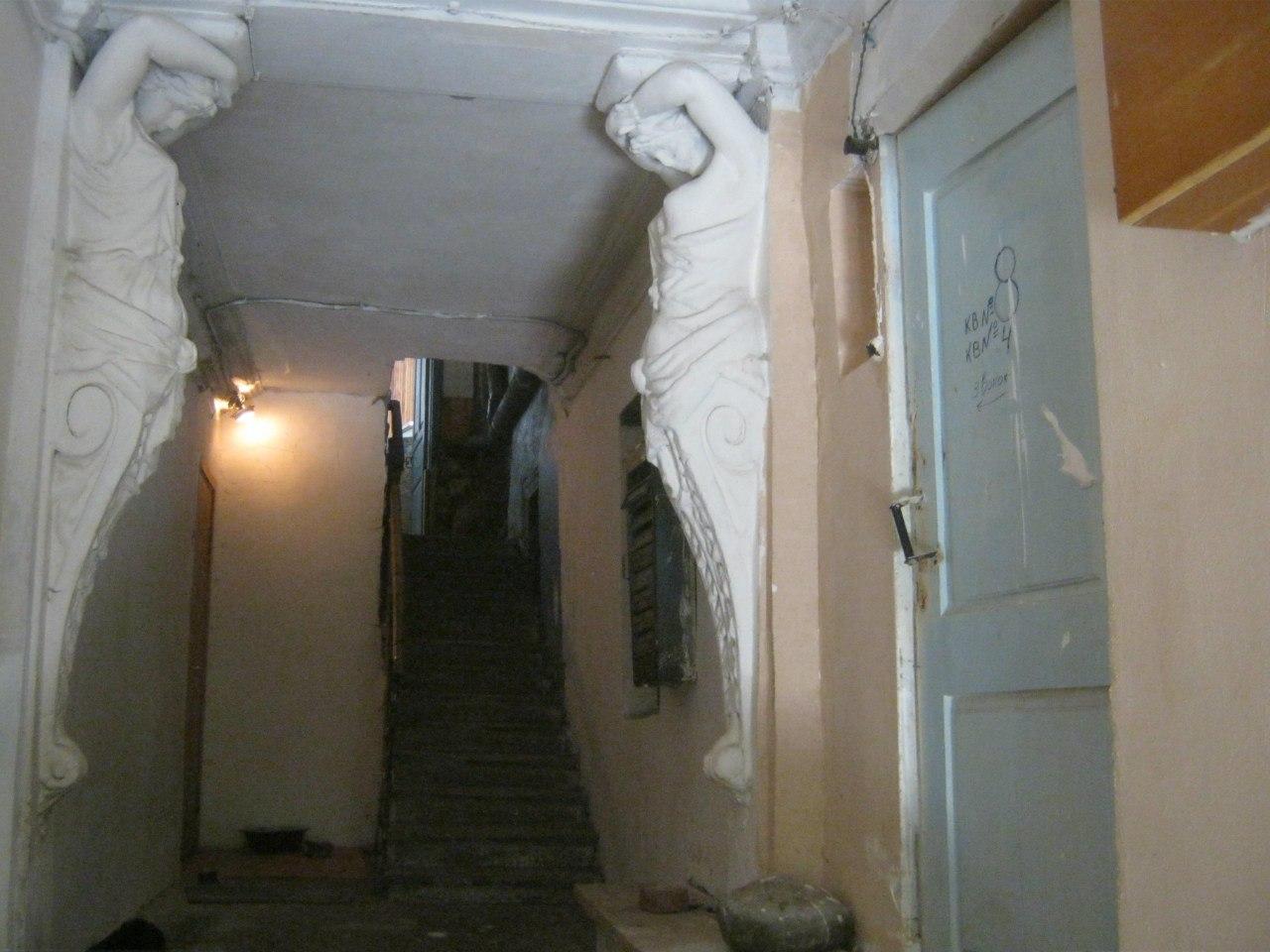 В подъезде старинного дома в Кисловодске