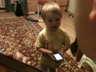 Артист Рюмка водки на столе поёт мальчик которому всего 2 года ну что сказать папа с сыном просто супер умница надо же выучить
