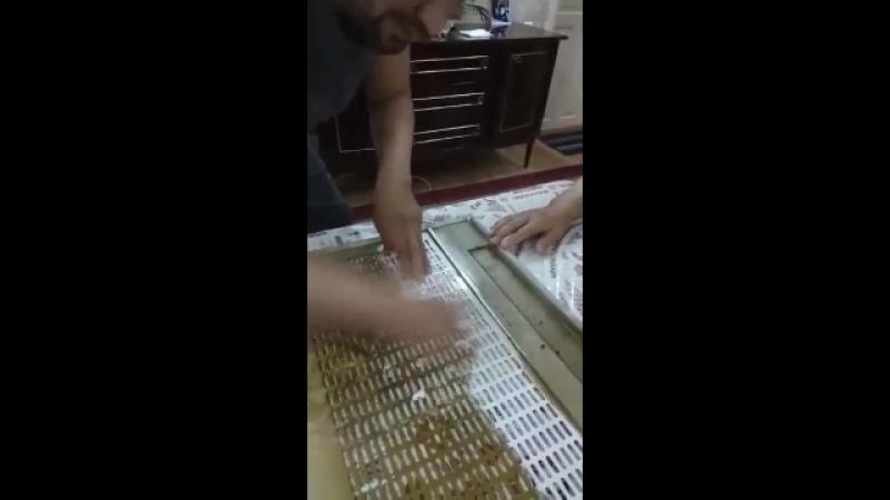 Чистим жирную вытяжку салфеткой для посуды Aquamagic