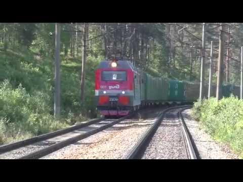 Электровоз 2ЭС4К 007 с платформами для леса и с приветливым помощником