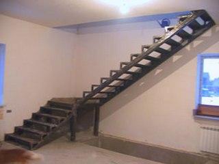 Наши лестницы на металлическом каркасе особо прочны и долговечны, а использование разных модификаций дает возможность.