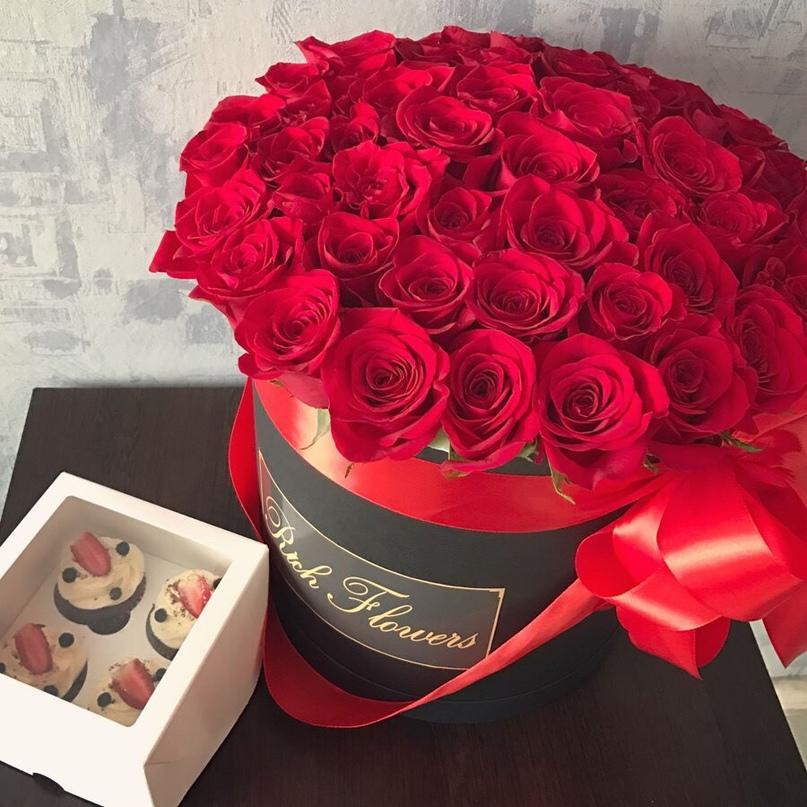 Розы в коробке открытки с днем рождения