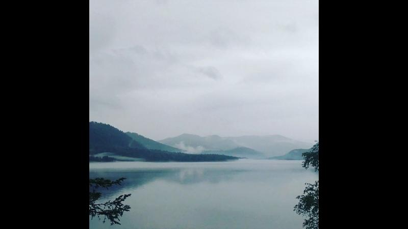 Небо хмурится над Телецким озером)