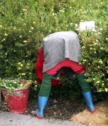 Чучело своими руками для сада и огорода из пластиковых бутылок