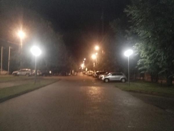 Во дворе на Угличской вновь стало светло по вечерам
