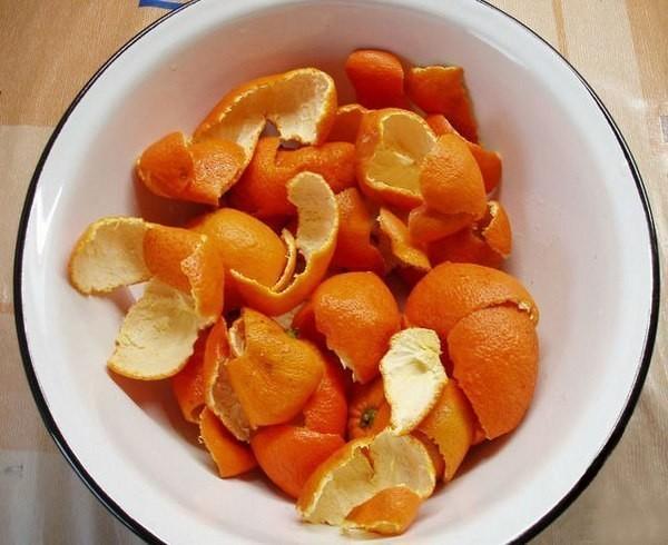 не выбрасывайте мандариновые корки! так исторически сложилось, что мандарины у нас с детства ассоциируются с замечательным праздником новым годом. они красивы, вкусны, ароматны, а еще очень