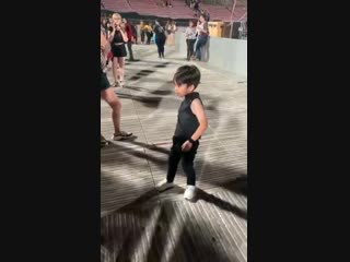 little boy was cosplaying as Taemin and danced to Move.