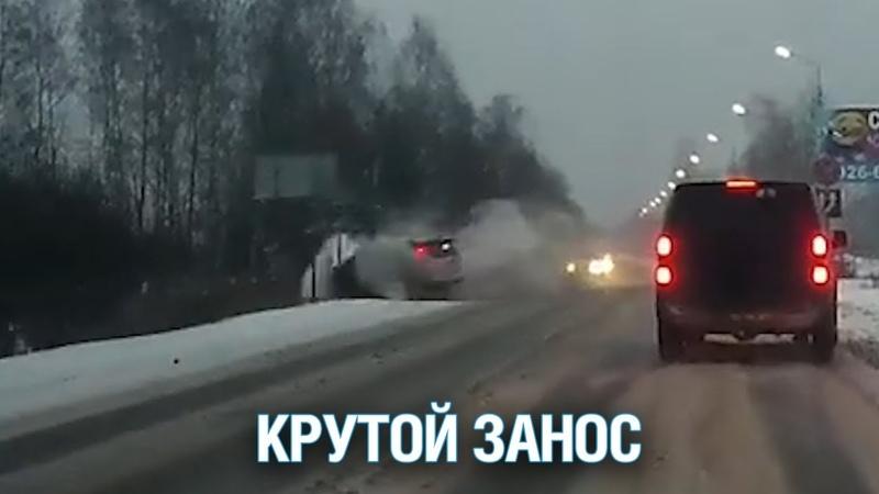 В Павловском Посаде иномарка вылетела в кювет во время обгона Подмосковье 2018 г